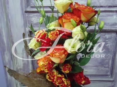 Букет от рози и еустома