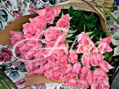 Букет от 71 розови рози