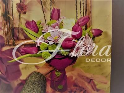 Букет от лалета, хризантема, рози
