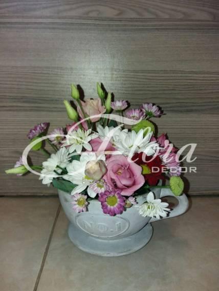 Чаша с цветя