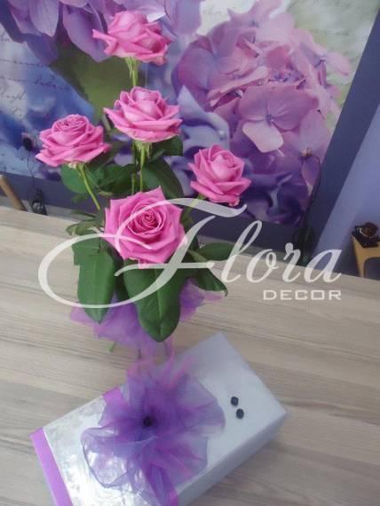 Букет от 5 розови рози.